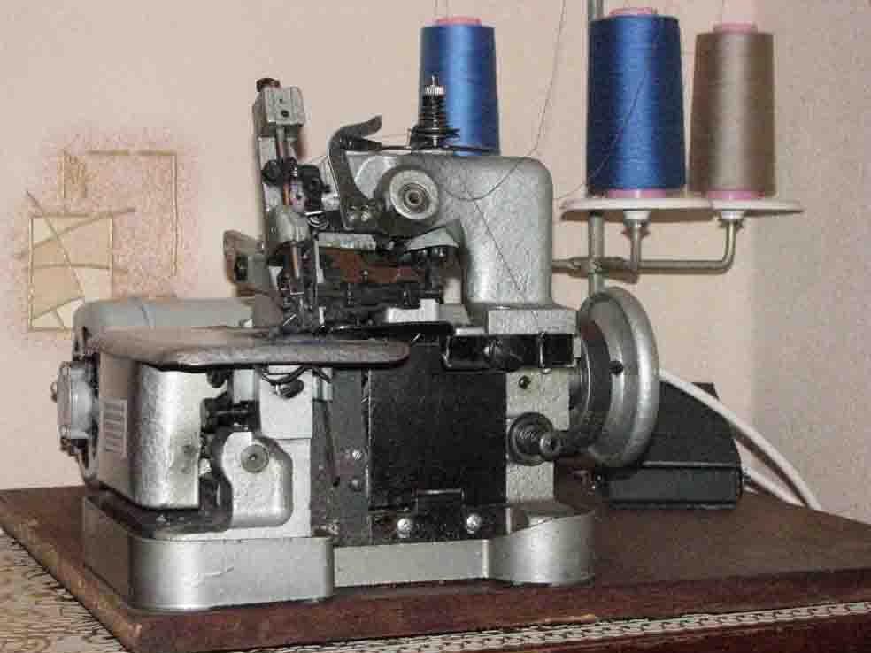Продам швейную машину 1022 со