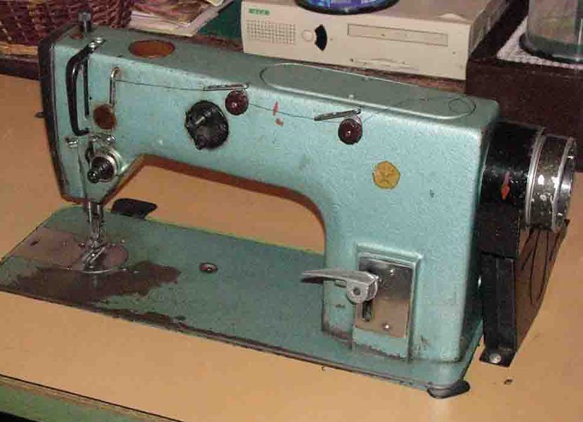 швейную машину.