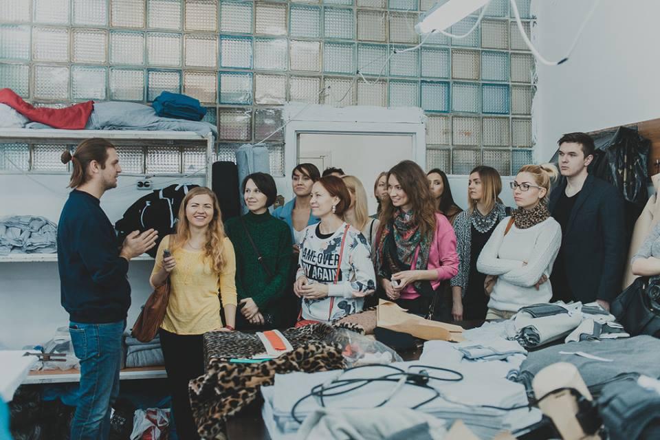 3b14839eb4fe Презентация швейного производства Kyivmade · Презентация швейного  производства Kyivmade ...