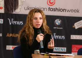 Дизайнер Екатерина Оксанич. Украина на пресс-конференции после показа. Киев, октябрь 2008, Ukrainian fashion Week